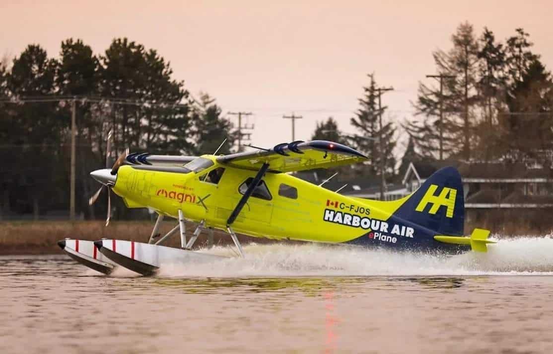 Коммерческий самолет Harbour Air Seaplanes, оснащенный электрическим двигателем MagniX мощностью 750 лошадиных сил