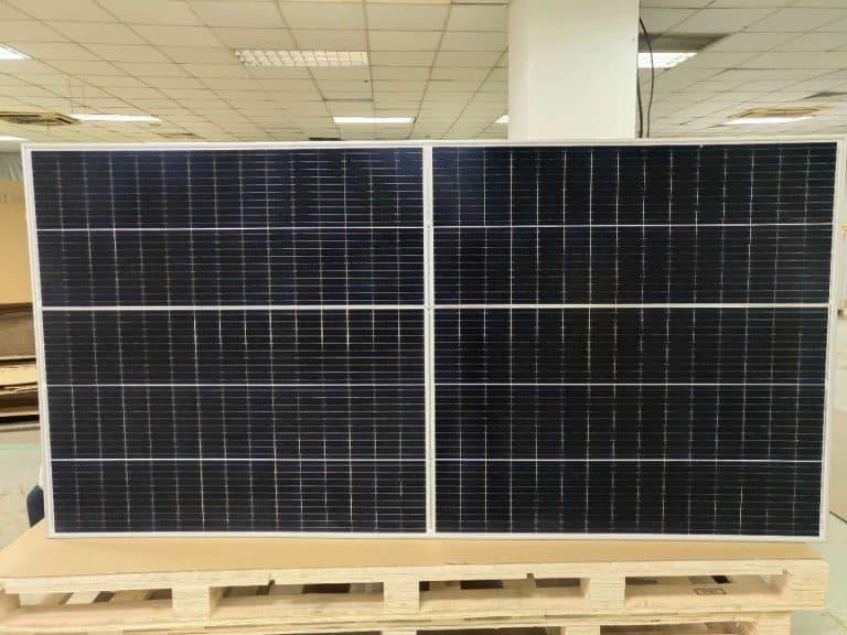 Известный китайский производитель фотоэлементов уверен, что в ближайшее время сможет совершить еще один прорыв и значительно увеличить мощность батареи Vertex – уже до 600 Ватт
