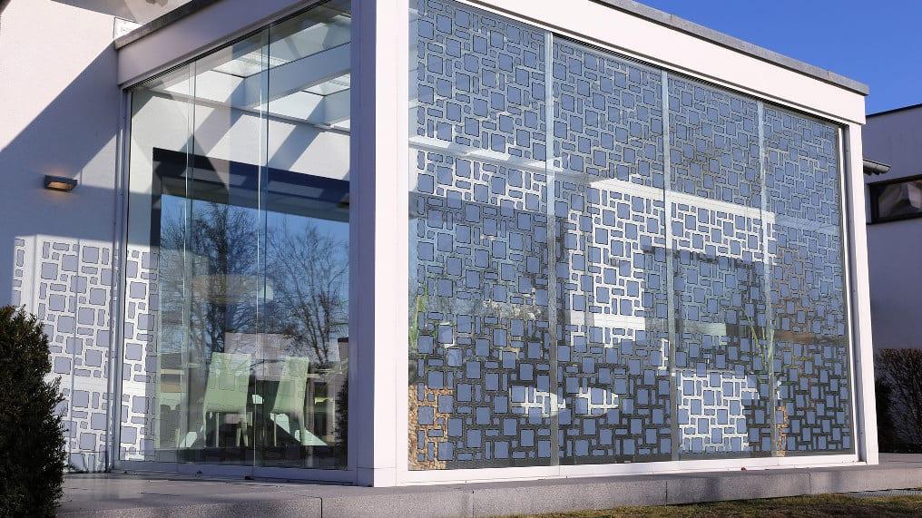 Компанія Armor (Франція), спільно зі своїм німецьким партнером, фірмою Opvius, почав розробку унікальних сонячних батарей, яким можна надавати будь-яку форму