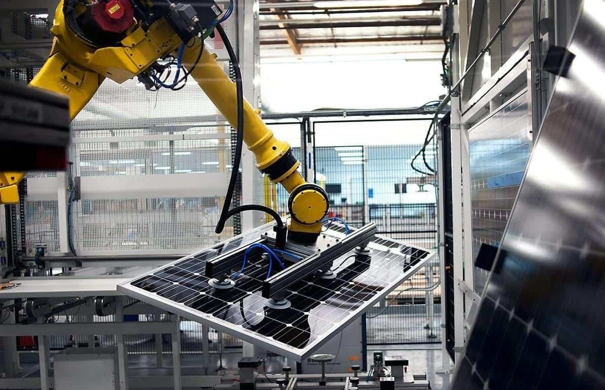 Это объясняется двумя факторами: снова стабильно работает доставка товаров от китайских поставщиков, а также появляются новые более современные технологии производства